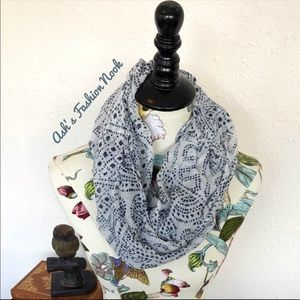 🆑3/$15🆑 Blue Speckled Ivory Infinity Scarf